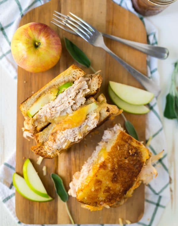 Apple Grilled Cheese with Cheddar, Turkey, and Apple Butter. Perfect for fall lunches and quick meals. Easy, healthy, and a great way to use Granny smith apples! Recipe at wellplated.com