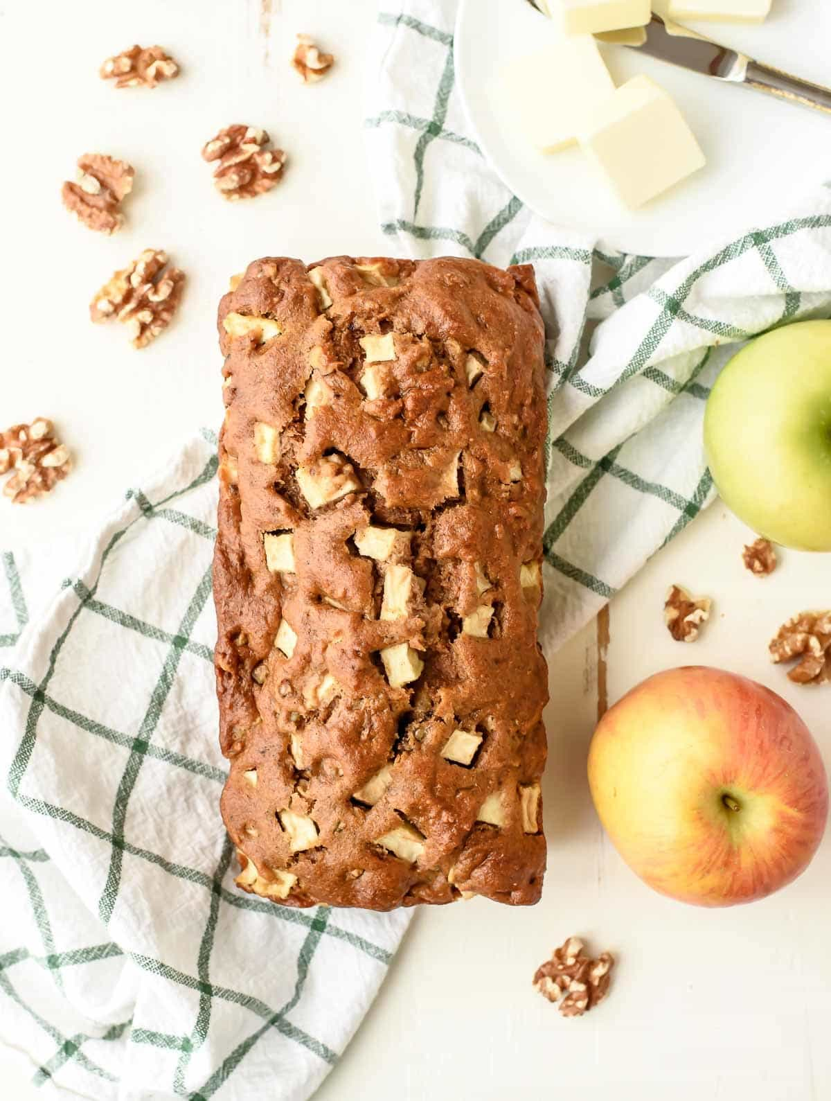 The BEST Apple Cinnamon Bread. So easy you don't even need a mixer! @wellplated