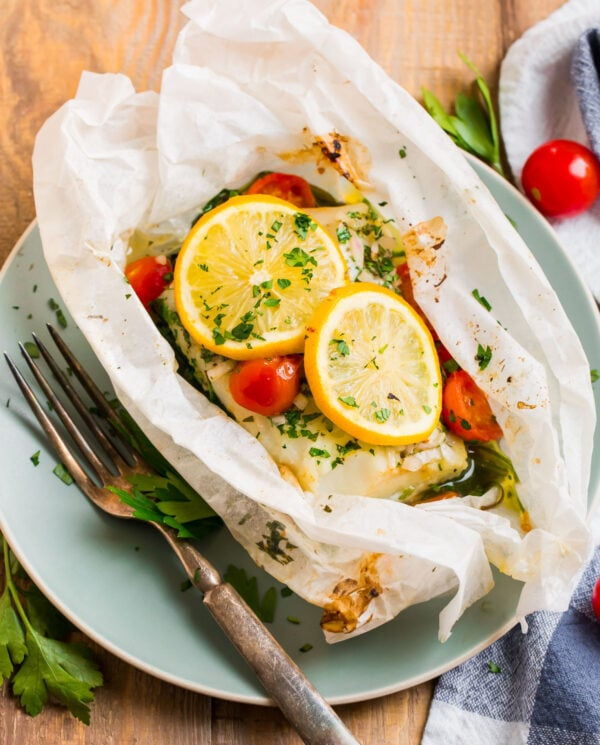 Fish En Papillote with vegetables and fresh lemon slices