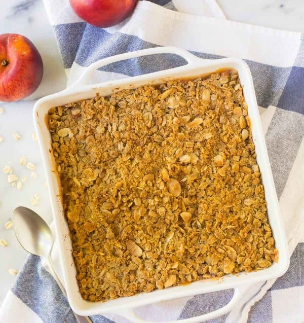 Easy and healthy peach crisp with oatmeal topping