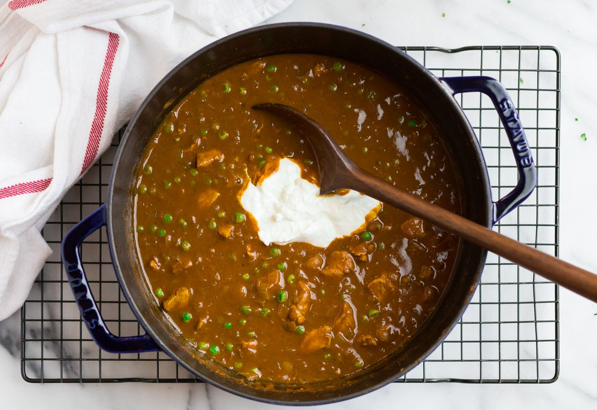 A dutch oven with chicken tikka masala