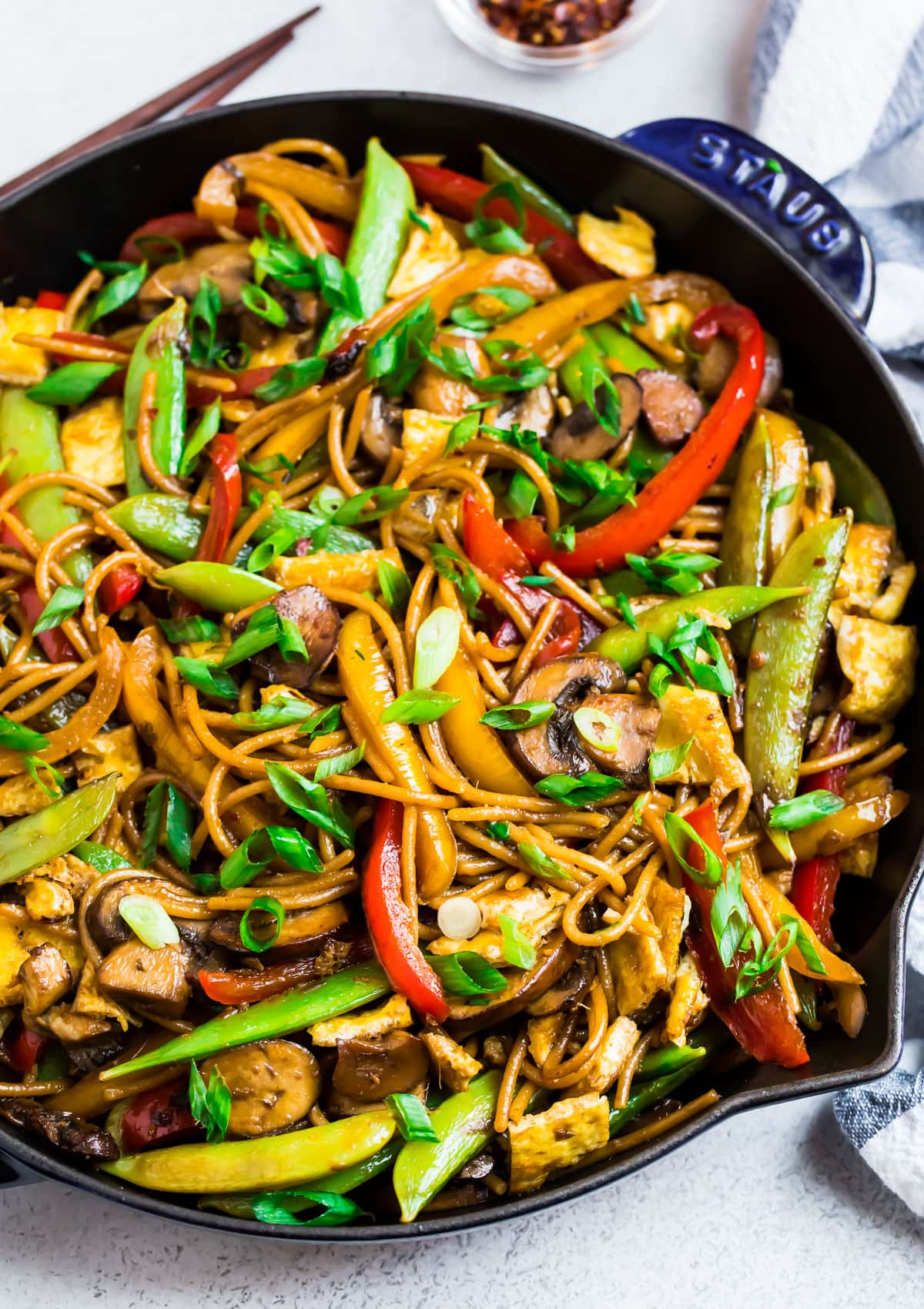 Healthy vegetable lo mein in a skillet