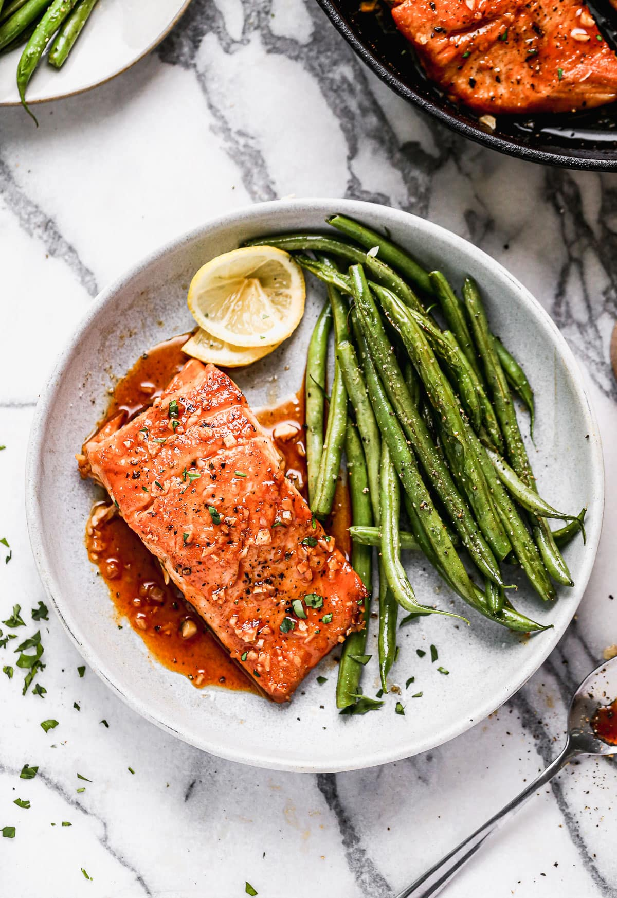 A plate of salmon, green beans, and lemon