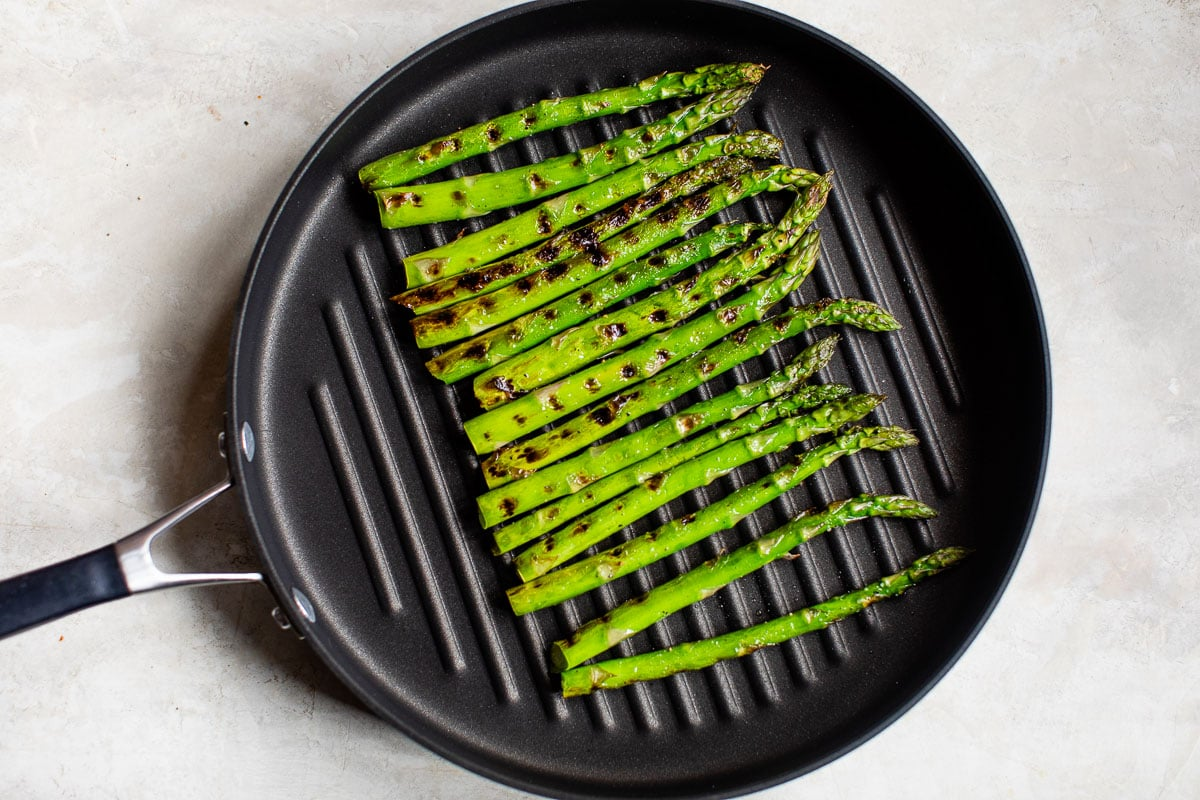 Grilled asparagus in a pan