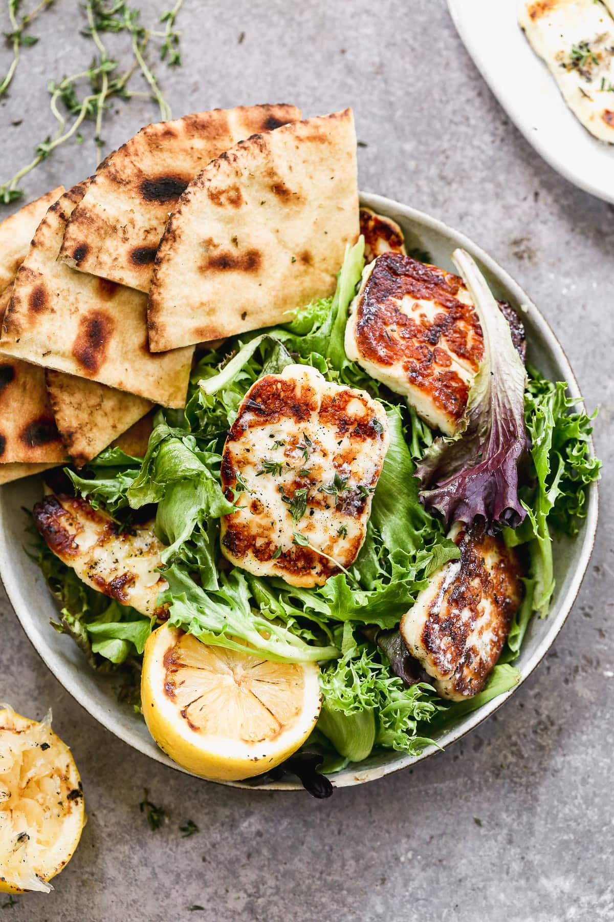 Easy grilled halloumi cheese salad with pita